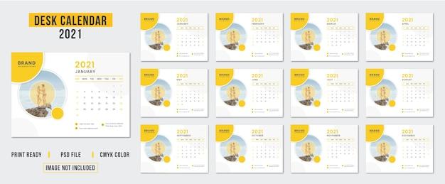 Set van eenvoudige en schone bureaukalender ontwerpsjabloon