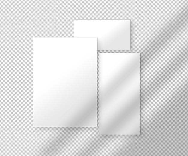 Set witte vellen papier met schaduwen