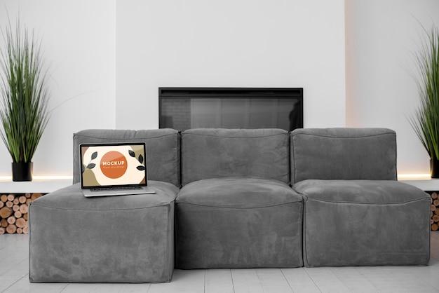 Simulacros de portátil en el dormitorio