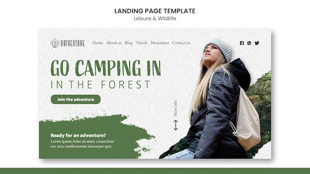 Sjabloon voor bestemmingspagina's voor kamperen in het bos