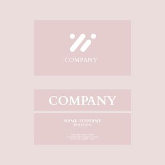 Sjabloon voor visitekaartjes psd in roze flatlay