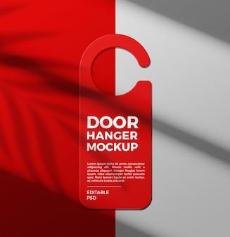 Sluit omhoog op het model van de deurhanger op schaduw
