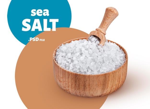 Sluit omhoog op overzees zout in houten kom met lepel