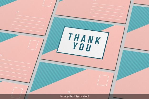 Sluit omhoog op realistisch briefkaartmodelontwerp