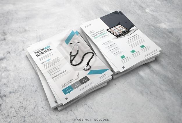 Sluit omhoog op realistisch flyer mockup-ontwerp