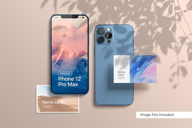 Smartphone 12 pro max y maqueta de tarjeta