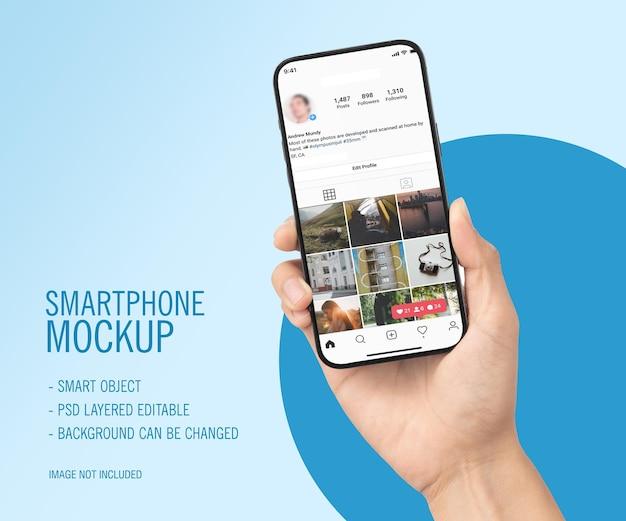 Smartphone bij de hand mockup