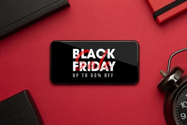 Smartphone con campaña de black friday en maqueta de pantalla