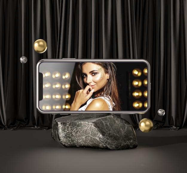Smartphone del modello 3d con la donna di modo