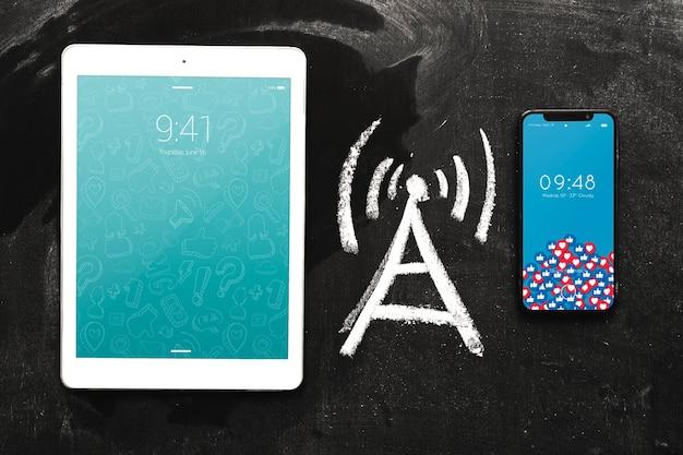 Smartphone en tabletmodel met internet-concept