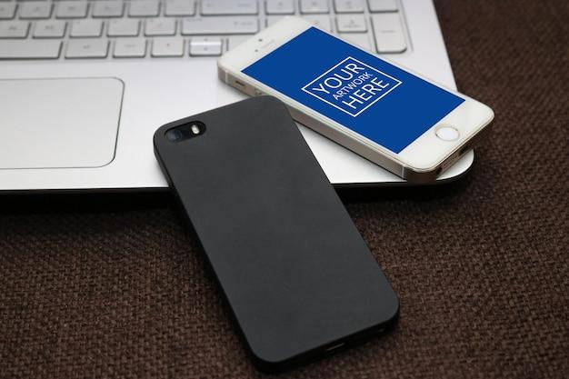 Smartphone encima de portatil