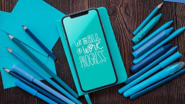 Smartphone y herramientas para obras de arte