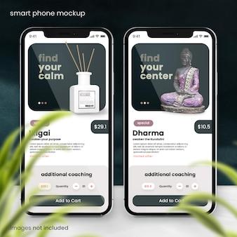 Smartphone-mockup op marmeren tafel met blauwe muur
