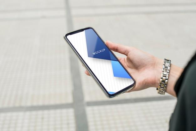 Smartphone con plantilla web en línea