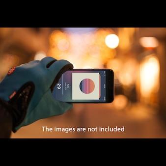 Smartphone su sfondo sfocato mock up