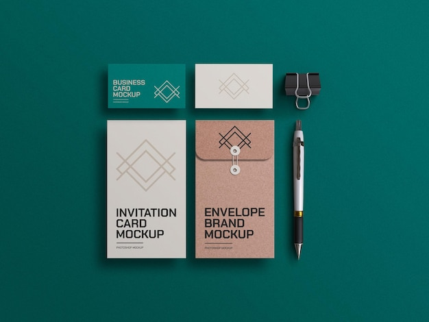 Sobre de papel artesanal con maqueta de tarjetas de visita.