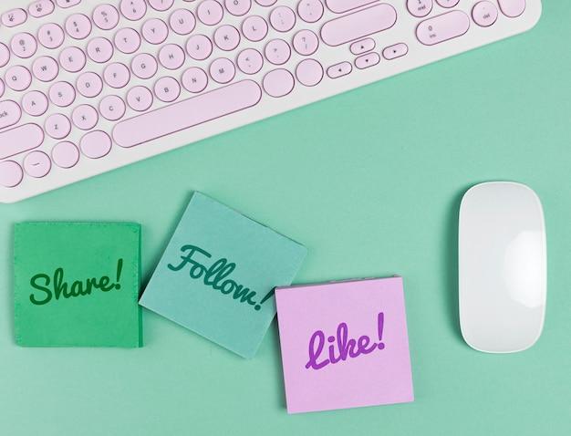 Social media concept met toetsenbord en muis