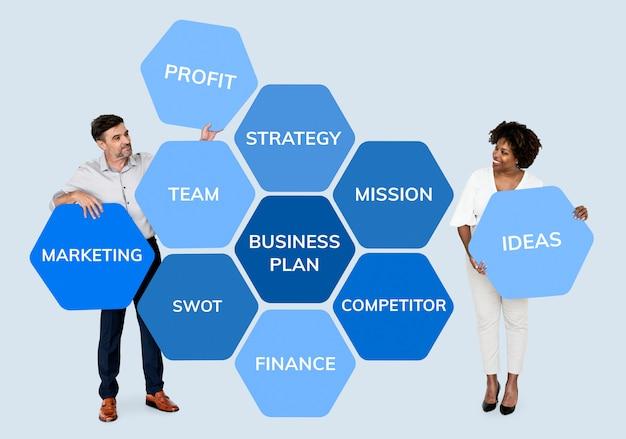 Socios con un plan de negocios.