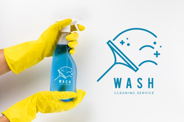 Spray detergente e guanti di protezione