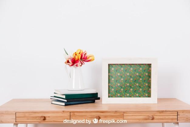 Spring mockup met lijst en bloempot