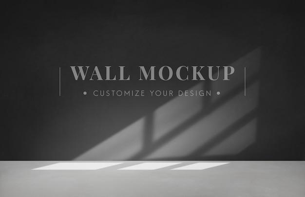 Stanza vuota con un mockup di muro grigio scuro
