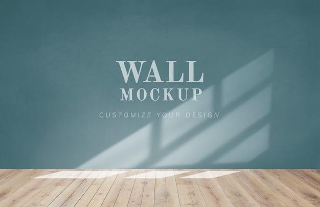 Stanza vuota con un mockup di muro verde