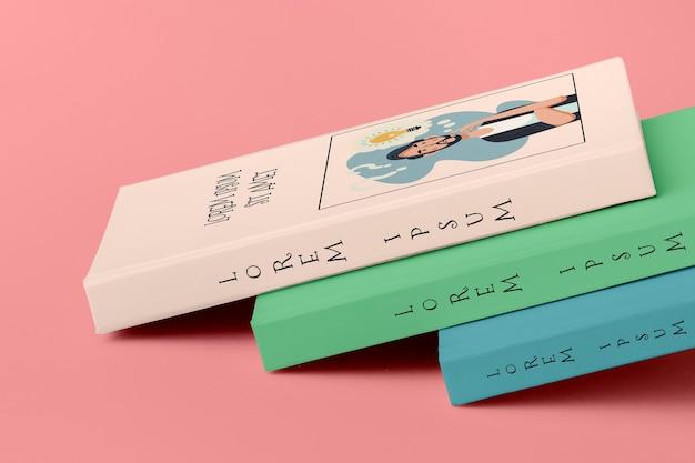 Stapel van verschillende kleurrijke boek mock-ups
