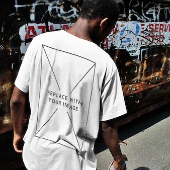 Stedelijke t-shirt achteraanzicht mockup template