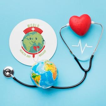 Stetoscopio e globo della giornata internazionale della salute di vista dall'alto