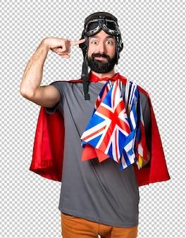 Superheld met veel vlaggen die gek gebaar maken