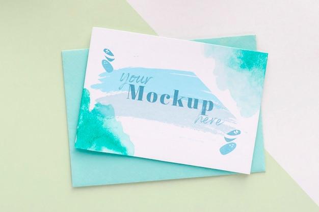 Surtido de elementos de manicura con maqueta de tarjeta