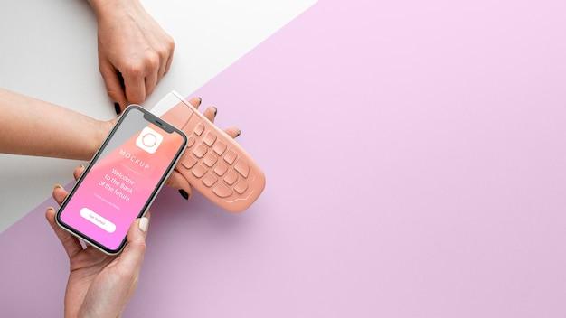 Surtido con maqueta de aplicación de pago de teléfono inteligente