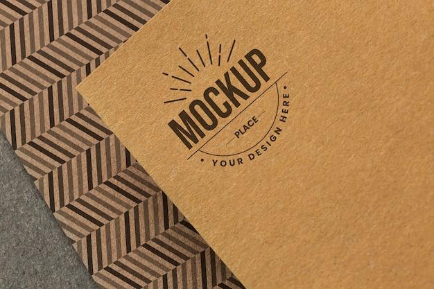 Surtido con maqueta de tarjeta de marca de la empresa.