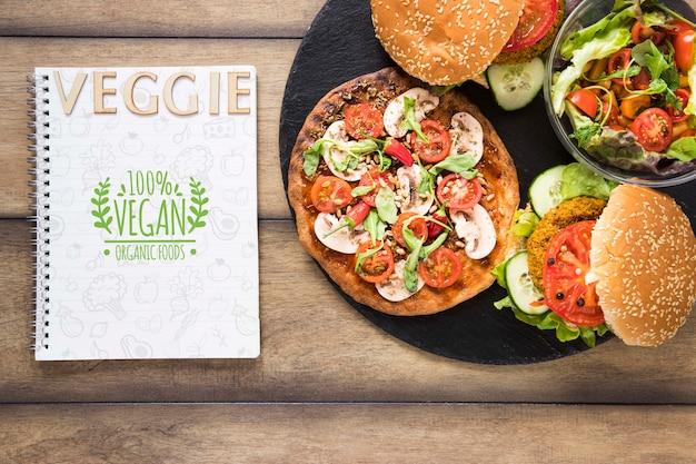 Surtido plano con hamburguesas vegetarianas