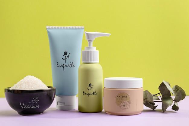 Surtido de productos cosméticos naturales.