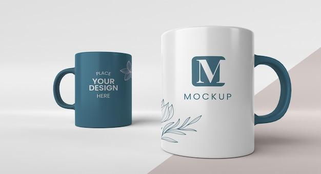 Surtido de tazas de café mínimas.