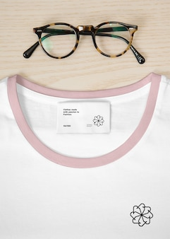 T-shirt con label mockup