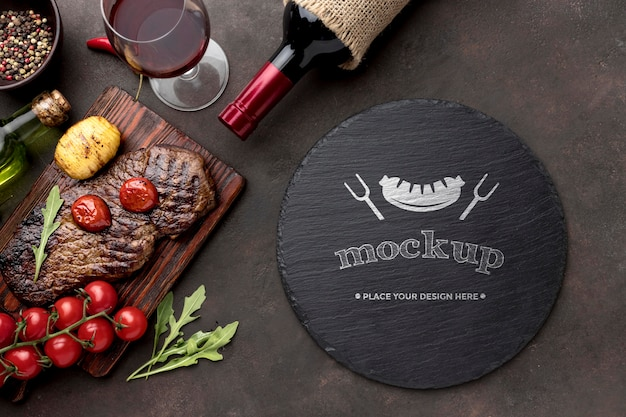 Tabla de madera con carne a la brasa