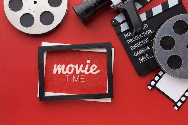 Tablero de claqueta de cine y marco de maqueta