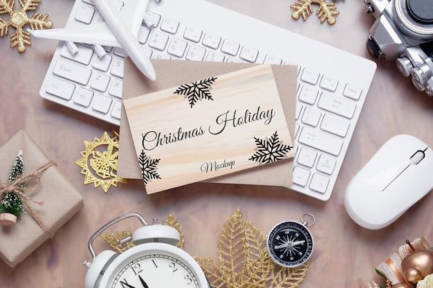 Tablero de madera de maqueta para el concepto de fondo de viajes de vacaciones de año nuevo de navidad