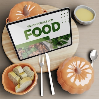 Tablet en tafel met thanksgiving concept