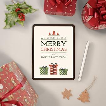 Tablet met vrolijk kerstbericht
