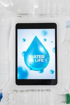 Tablet modello con il concetto di acqua