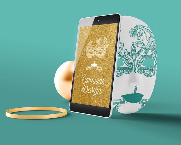 Tablet op carnaval-maskermodel