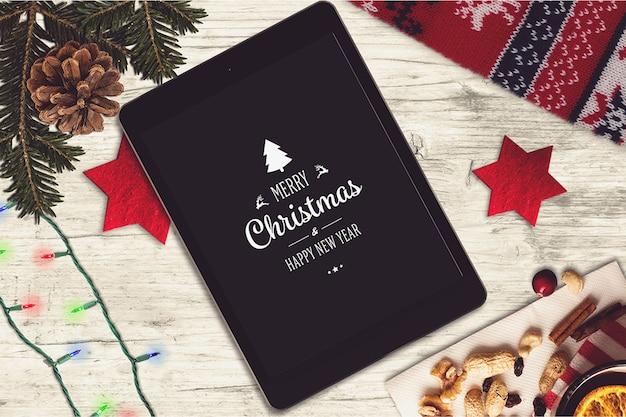 Tablet scherm mockup met kerst ontwerp