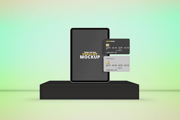Tablet sul palco con mockup di carte di plastica