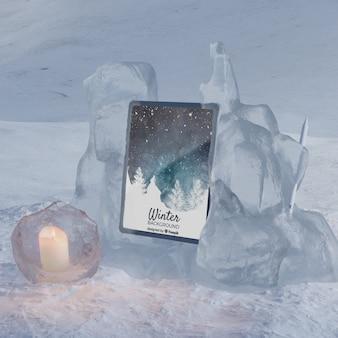 Tableta en escena congelada de invierno