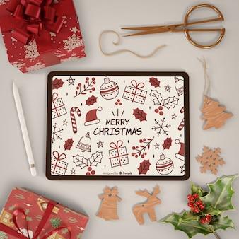 Tableta moderna con tema de feliz navidad en