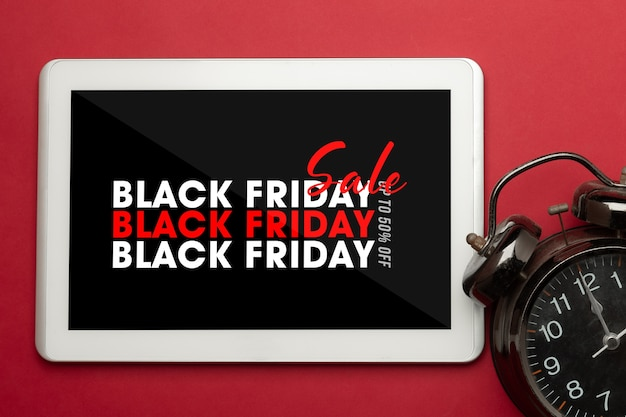 Tabletcomputer met zwarte vrijdag-campagnemodel voor uw ontwerp
