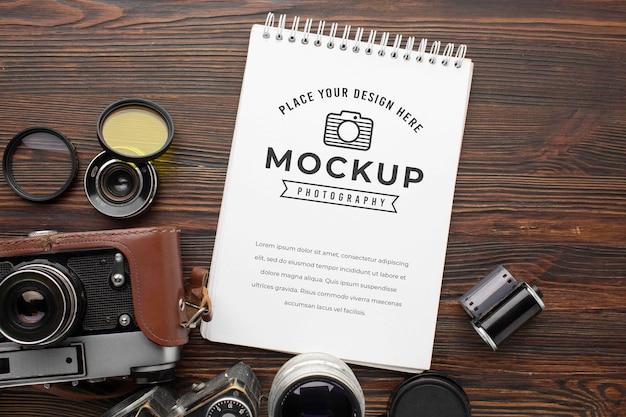 Taller de fotógrafos con cuaderno de maquetas